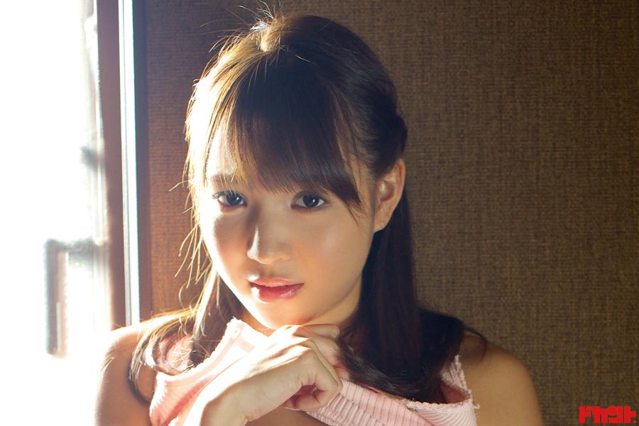小塚桃子  資格キラーはゴルフの腕前ベストスコア87を誇る〝困り顔〟も得意なスポーツ系癒しクイーンが艶姿披露