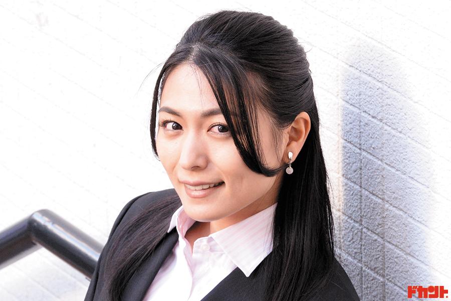 """川村ゆきえ マルチに活躍する人気女優が""""美人議員""""に扮した映画が公開に!"""
