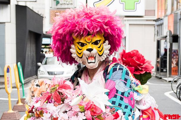 新宿タイガー 虎のお面で新宿を疾走する男性の正体がドキュメンタリー映画で判明!?