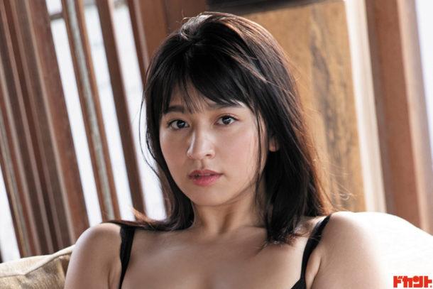 徳江かな 純真ピュア&成熟セクシーの相反する魅力で人気!グラビア界の注目株が最新作発売で恋しちゃう…
