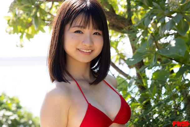 倉沢しえり ふんわり笑顔&くびれボディを武器にグラビア界へ参戦の注目美少女がイメージ映像作品でデビュー!