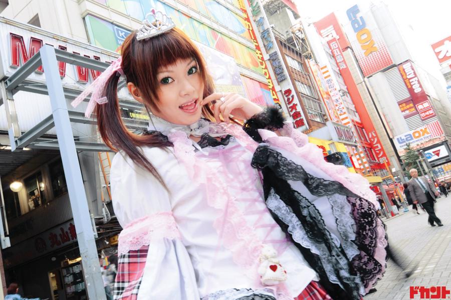 絶対領域少女。加藤彩音 アキバ系アイドルは鏡の国から来た不思議ちゃんッスー!!